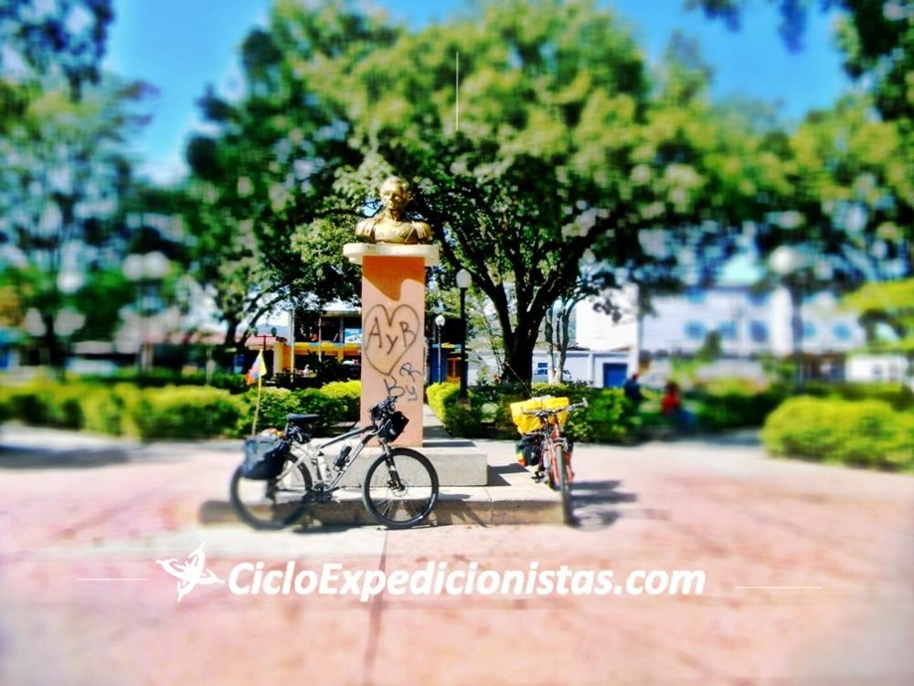 A cicloexpedicionistas cicloexpedicionistas.com scutarohdd scutarohdd.com cicloviajeros cicloviaje viajar en bici CICLOTRAVEL 33 travel bike cicloturismo 333